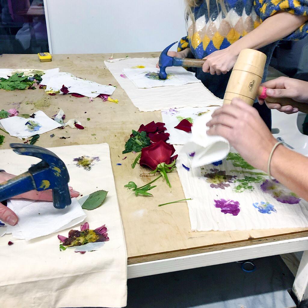 Atelier tataki zome : empreintes végétales sur tissus
